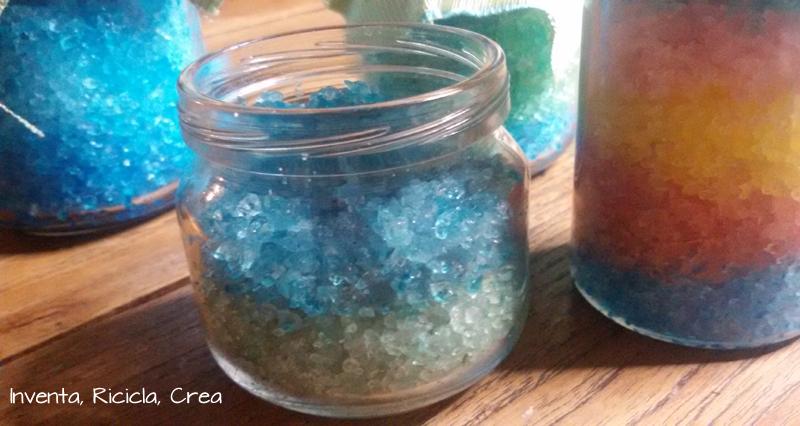 Sali da bagno fai da te colorati e profumati inventa ricicla crea - Porta sali da bagno ...