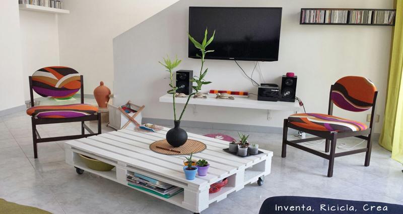 Riciclare pallet di legno per il soggiorno inventa - Mobili con bancali di legno ...
